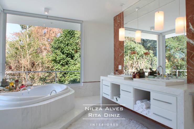 Banheiro Casal : Banheiros  por Nilza Alves e Rita Diniz,Moderno