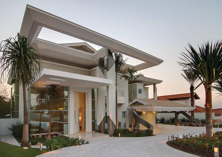 Casa GB: Jardins modernos por Marcia Joly Paisagismo