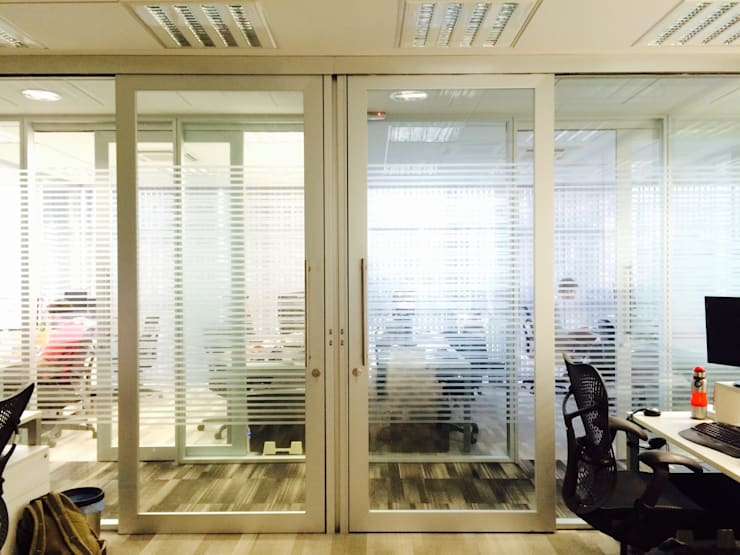 Áreas de Trabalho: Espaços comerciais  por JOBIM CARLEVARO arquitetos