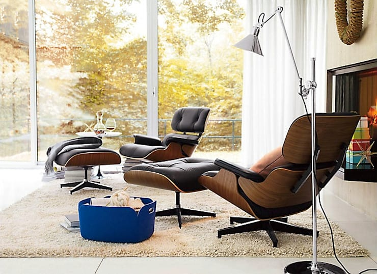 Eames® Lounge Chair and Ottoman : Salas de estilo  por Design Within Reach Mexico