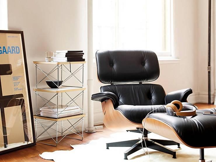 Eames® Lounge Chair and Ottoman: Salas de estilo  por Design Within Reach Mexico