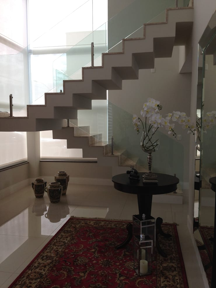 Casa no Alphaville Gravataí: Corredores e halls de entrada  por Fabris Franco Arquitetura,Moderno