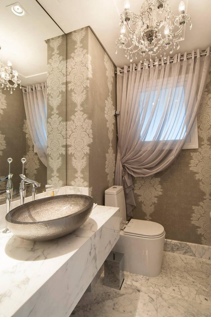 Apartamento Lourdes – Caxias do Sul: Banheiros  por Fabris Franco Arquitetura,Clássico