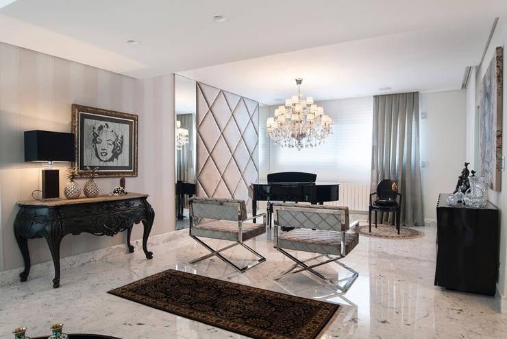 Apartamento Lourdes – Caxias do Sul: Salas de estar  por Fabris Franco Arquitetura,Clássico