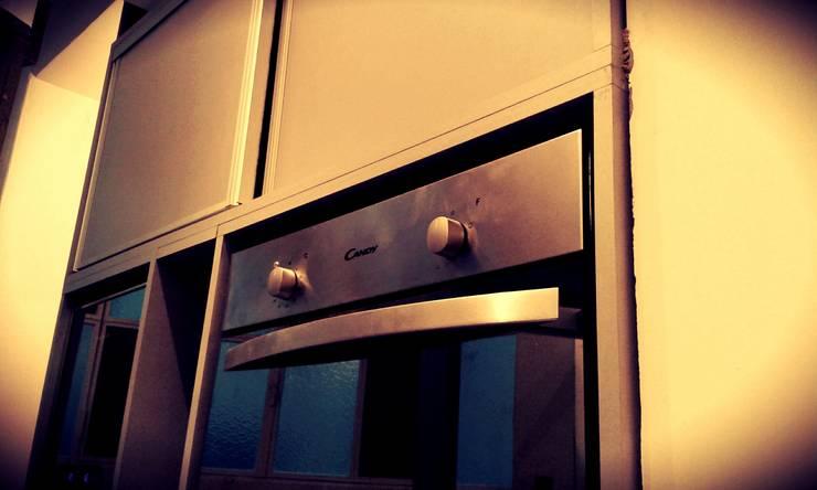 COCINA: Cocinas de estilo moderno por ARQ DANIEL CARRIZO