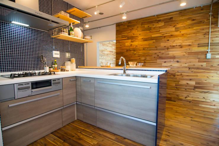 キッチン&天然無垢材: アーチアンドドリームが手掛けたです。,