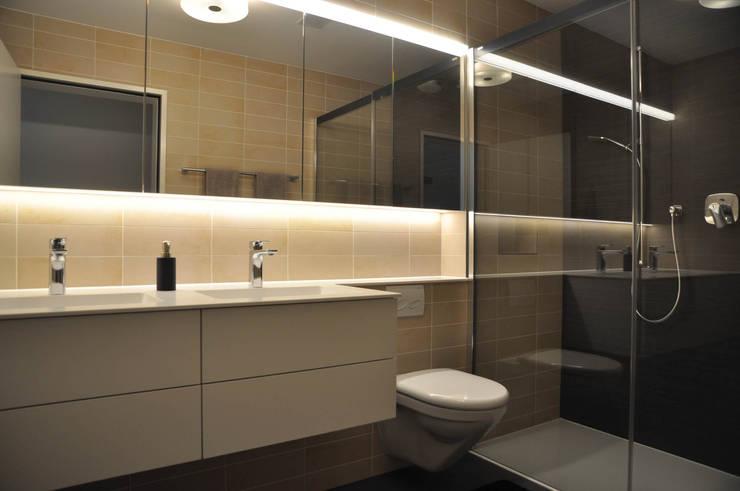 WC / Dusche:  Badezimmer von Holbi14 architekten GmbH