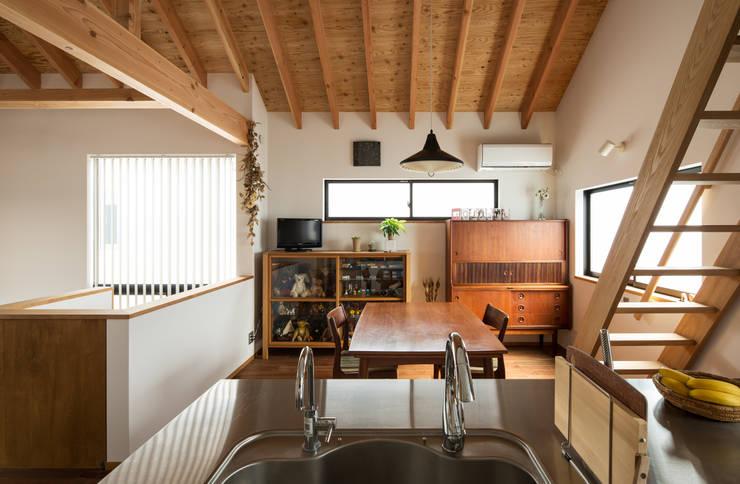 Salas de jantar modernas por 藤森大作建築設計事務所 Moderno