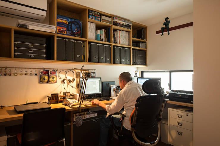 Moderne studeerkamer van 藤森大作建築設計事務所 Modern