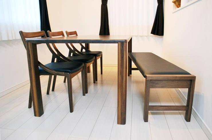 張り座 ベンチ(貼り生地:レザー): 株式会社 3rdが手掛けたダイニングルームです。
