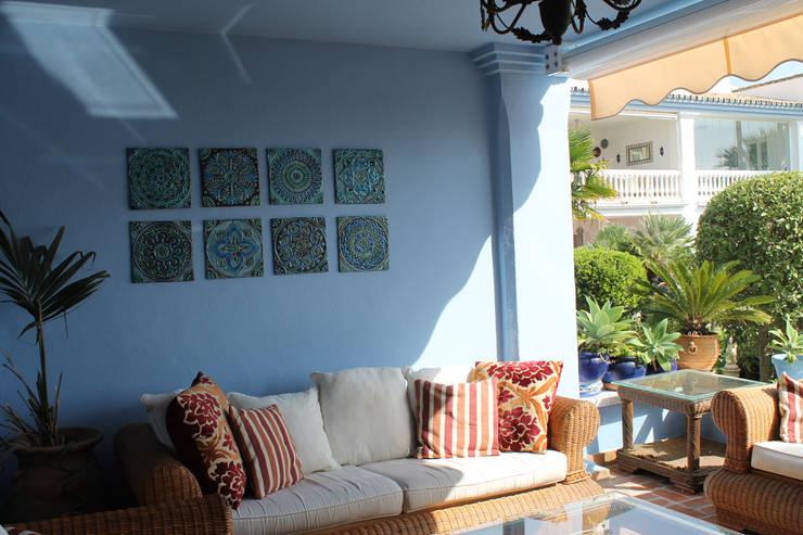 Exterior wall art with Suzani inspired wall tiles:  Balconies, verandas & terraces  by Gvega Ceramica