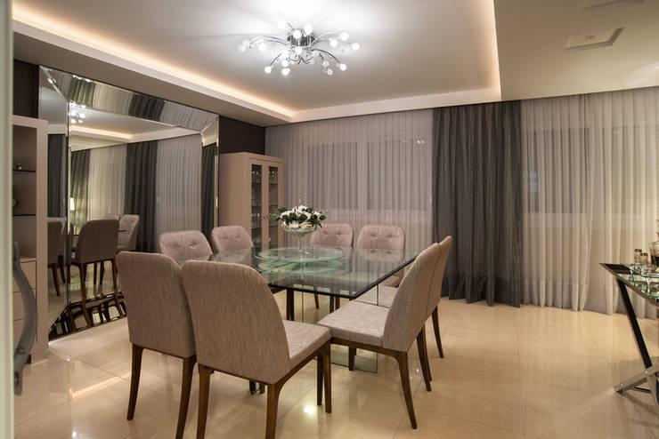Reforma Residência PioX: Salas de jantar  por Ana Kerpen Arquitetura e Interiores
