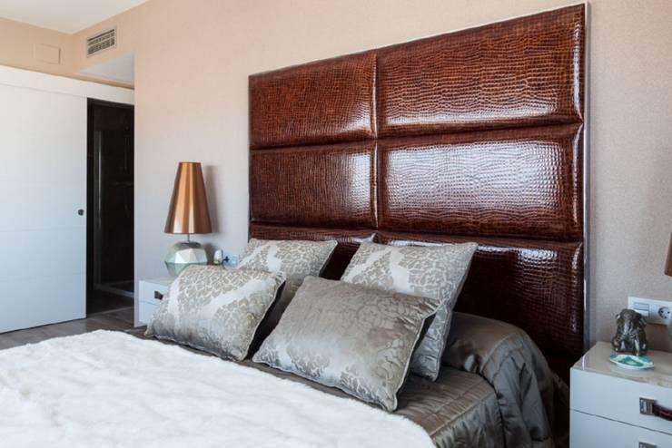 Decoración lujosa para el dormitorio principal: Dormitorios de estilo ecléctico de INEDIT INTERIORISTAS