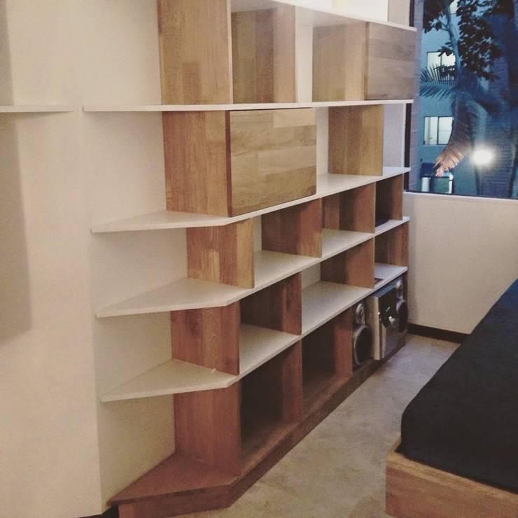 Mobiliario: Salones de estilo  por OMMBÛ MOBILIARIO