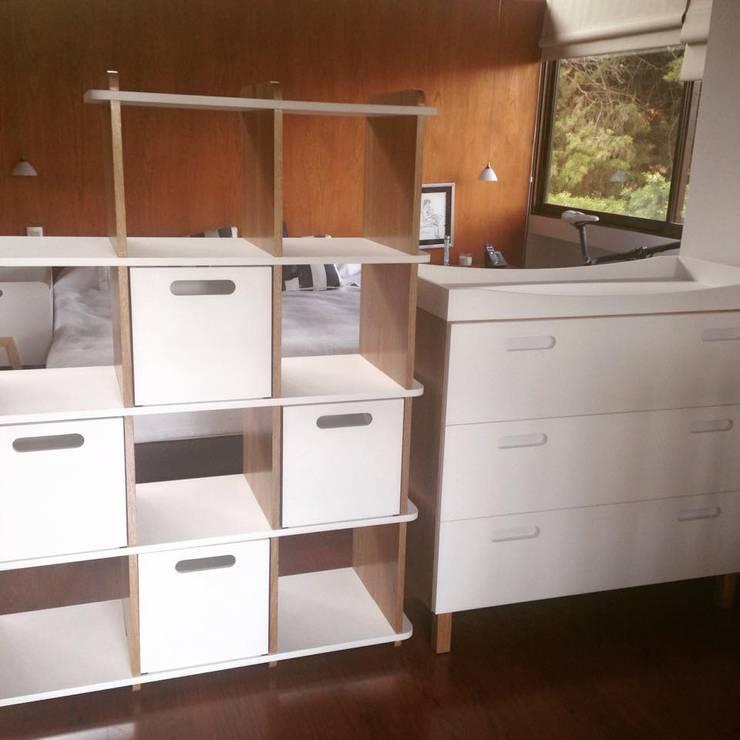 Mobiliario: Dormitorios de estilo  por OMMBÛ MOBILIARIO