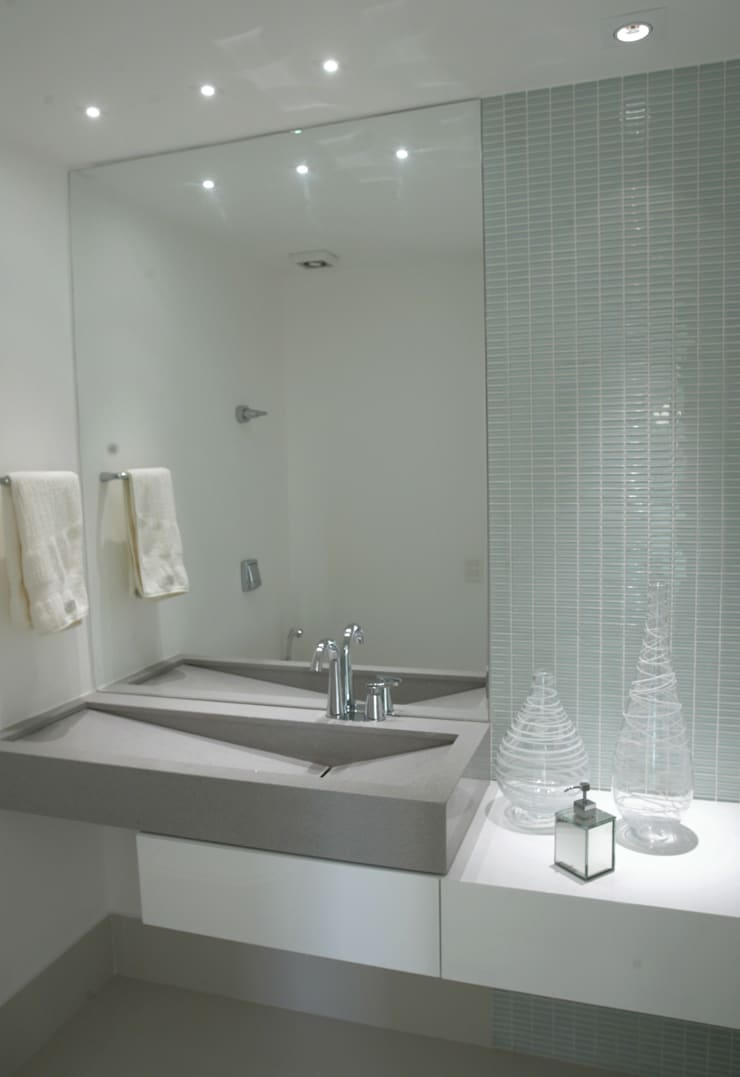 (2008) Cobertura Icaraí: Banheiros  por Escritório Ana Meirelles