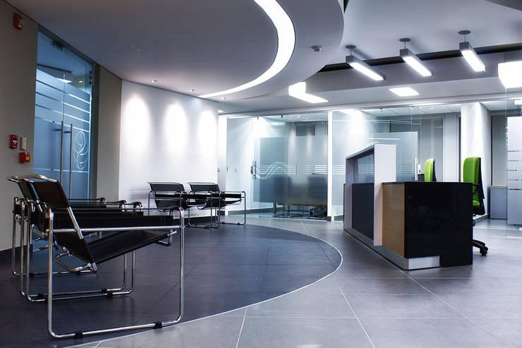 Recepcion: Pasillos y vestíbulos de estilo  por Qualittá Arquitectura