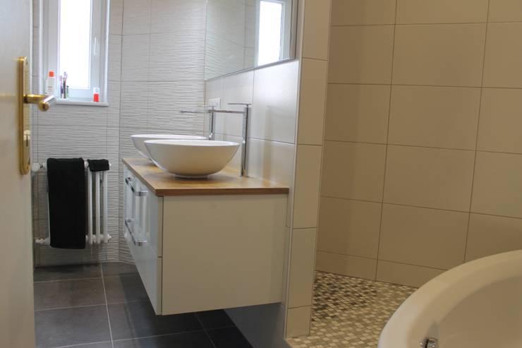 Baños de estilo  por Agence ADI-HOME