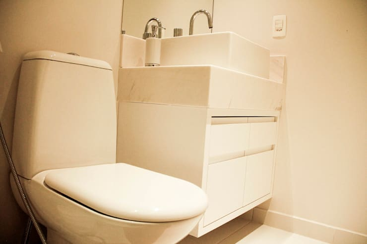 Apartamento Vila Clementino: Banheiros  por Sandro Kawamura Designer de Interiores