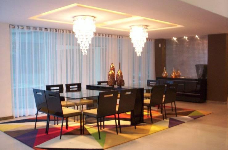 casa de Aldeia PE: Salas de jantar  por Deise leal interiores