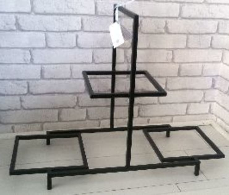 Pyramid Buffet Riser:  Dining room by Designmint