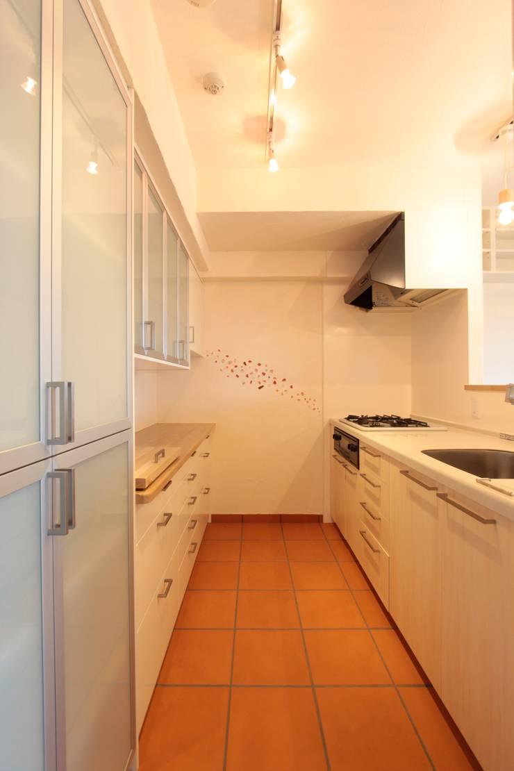 Galaxy -ギャラクシ-: 有限会社横田満康建築研究所が手掛けたキッチンです。