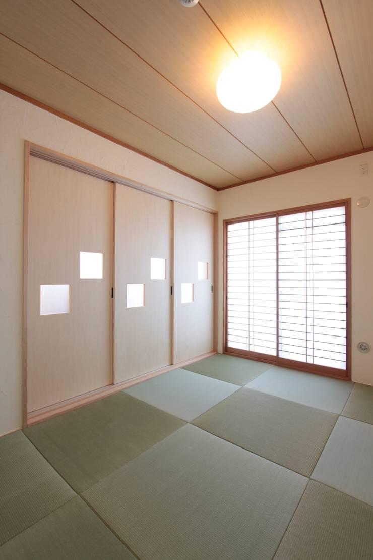 Galaxy -ギャラクシ-: 有限会社横田満康建築研究所が手掛けた多目的室です。