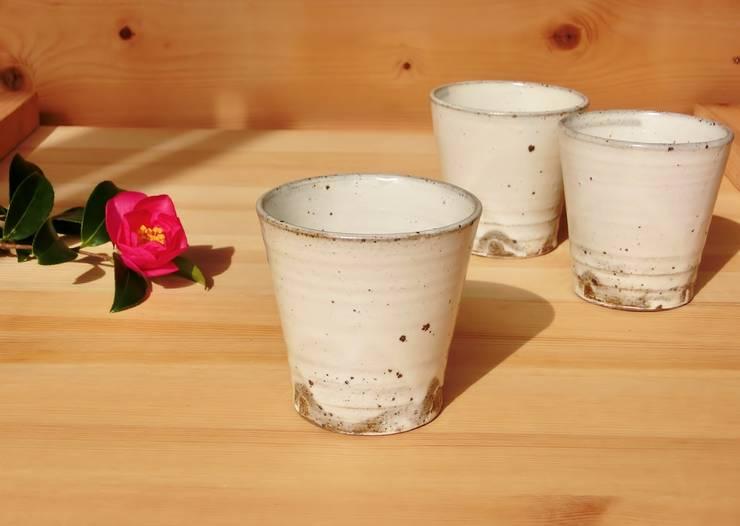 シンプルなcup: 中岡陶房工芸が手掛けたキッチンです。