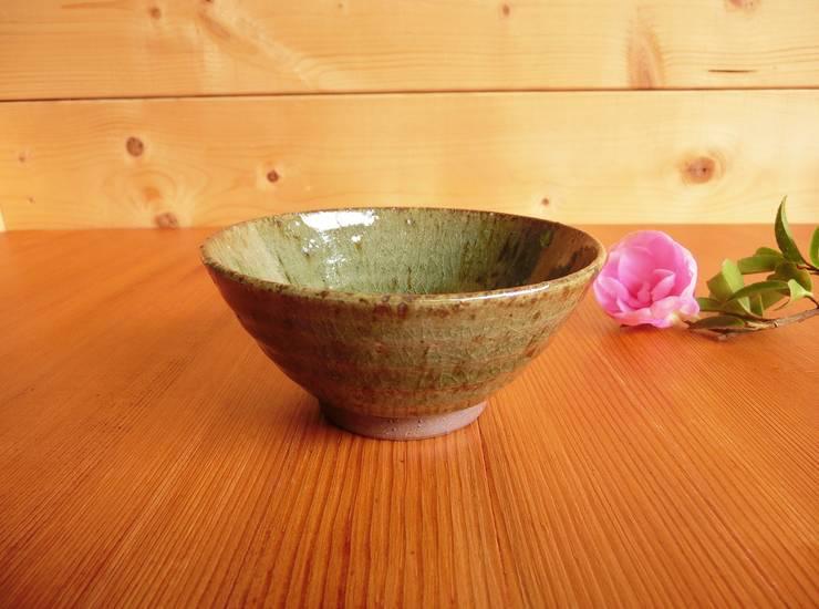 松灰釉の飯碗: 中岡陶房工芸が手掛けたキッチンです。,