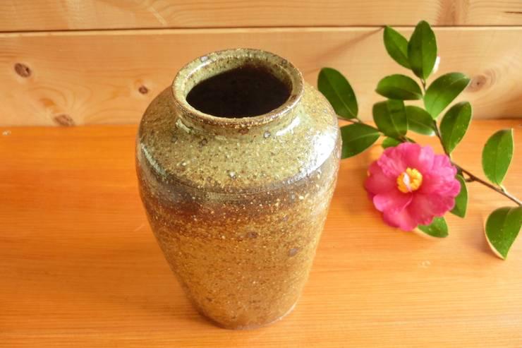 花器 松灰釉薄掛け: 中岡陶房工芸が手掛けた家庭用品です。,