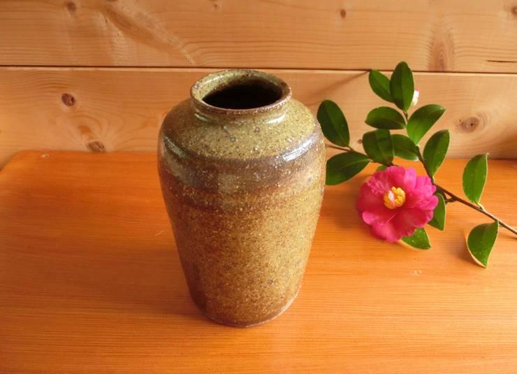 松灰釉を使った器: 中岡陶房工芸が手掛けた家庭用品です。,