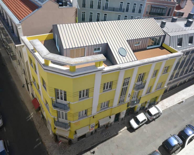 Proposta de ampliação com 2 apartamentos T1:   por Borges de Macedo, Arquitectura.
