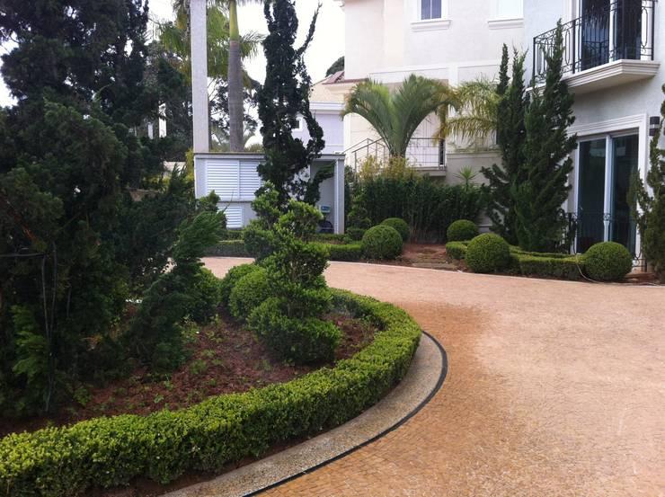 Jardim Europeu : Jardins  por REJANE HEIDEN PAISAGISMO