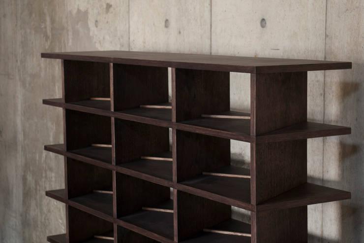 http://www.kurasu-kurasu.com/product/rhomb.html: 暮らすひと暮らすところが手掛けたリビングルームです。