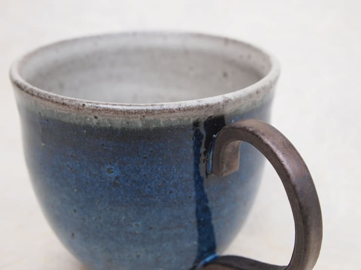 紺青釉コーヒーカップ: 中ムラ ミホが手掛けた折衷的なです。,オリジナル 陶器