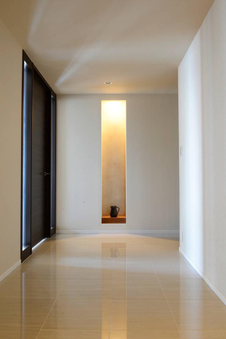 T邸: 暮らすひと暮らすところが手掛けた廊下 & 玄関です。,