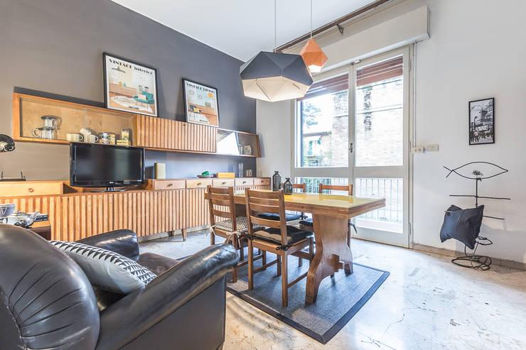 La casa delle opportunità: Sala da pranzo in stile in stile Eclettico di Bologna Home Staging