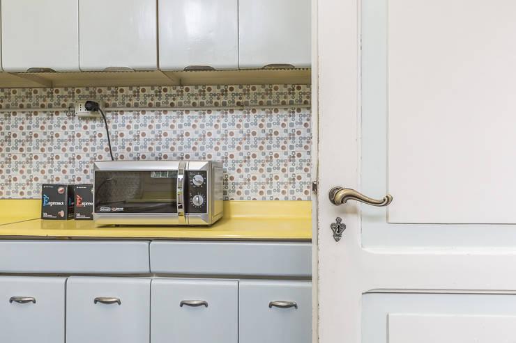 La casa delle opportunità: Cucina in stile in stile Industriale di Bologna Home Staging