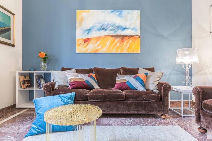 La casa delle opportunità: Soggiorno in stile in stile Eclettico di Bologna Home Staging