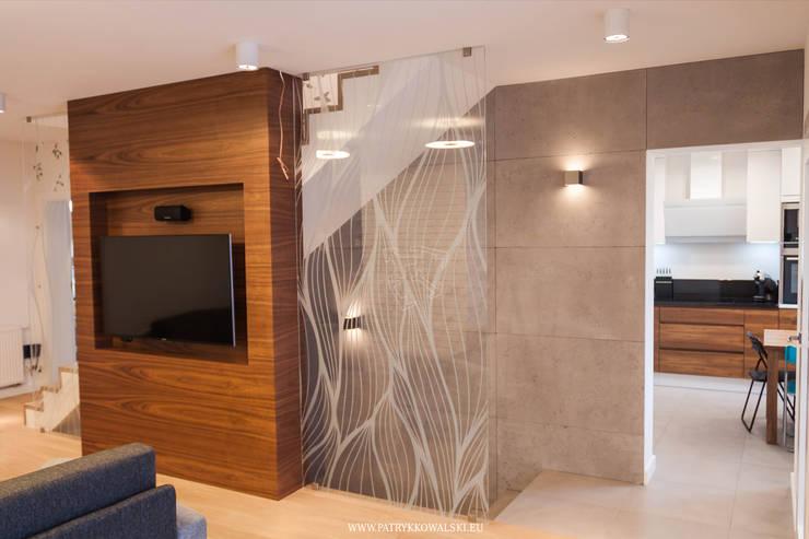 ul. Figara: styl , w kategorii Korytarz, przedpokój zaprojektowany przez Patryk Kowalski Architektura i projektowanie wnętrz