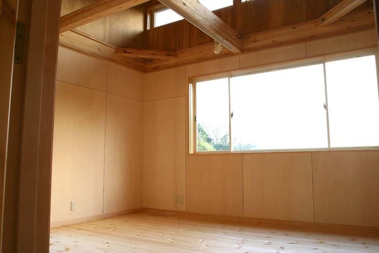神奈川県鎌倉市 大町の家: Gen Design Factoryが手掛けた寝室です。,