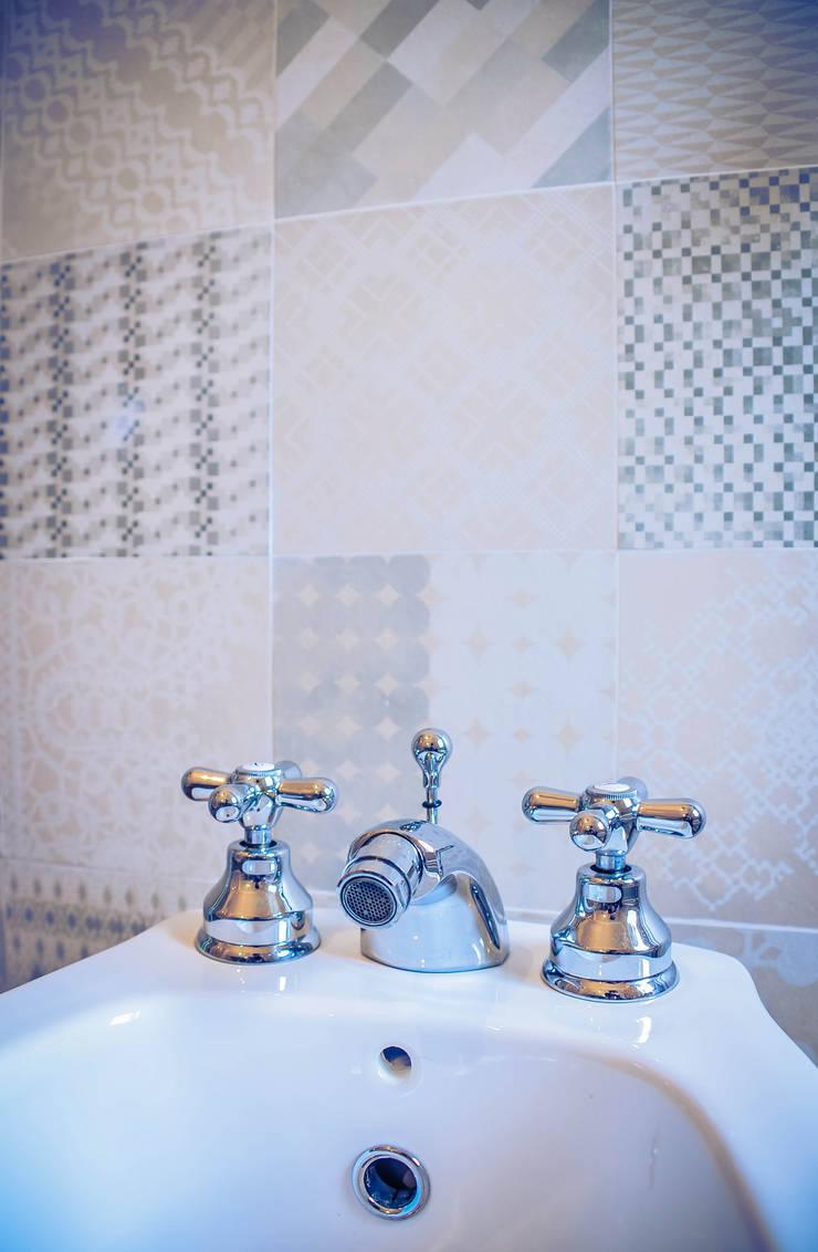Eclectic style bathroom by Alessandro Corina Interior Designer Eclectic