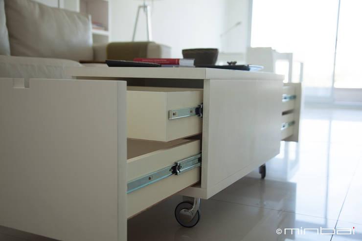 Guardado: Livings de estilo minimalista por MINBAI