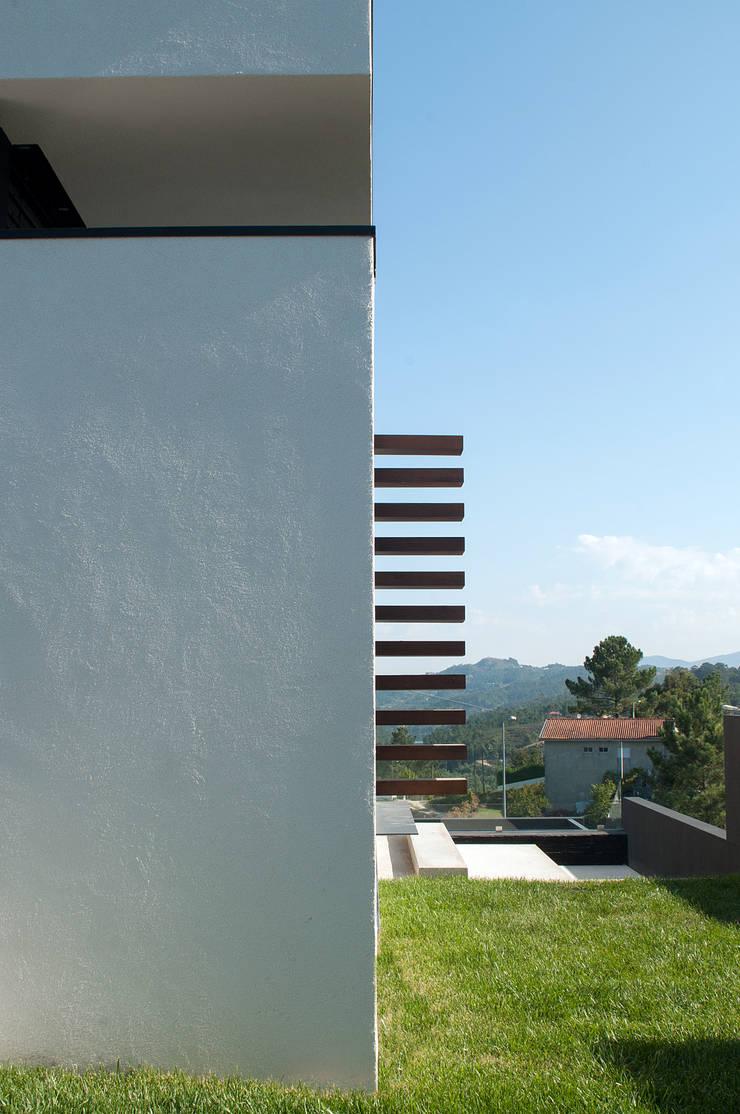 Casa da Boavista: Casas  por Miguel Zarcos Palma