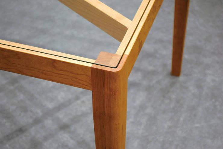 Slash table5: iei studioが手掛けた多目的室です。