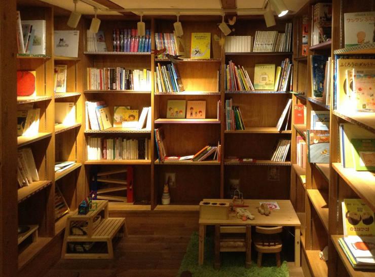 絵本カフェ  はびき堂: 株式会社 atelier waonが手掛けた和室です。