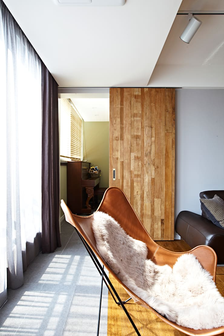 NATURAL WOOD HOUSE: housetherapy의  아이방