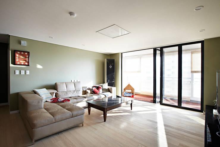 Urban Morden House: housetherapy의  거실