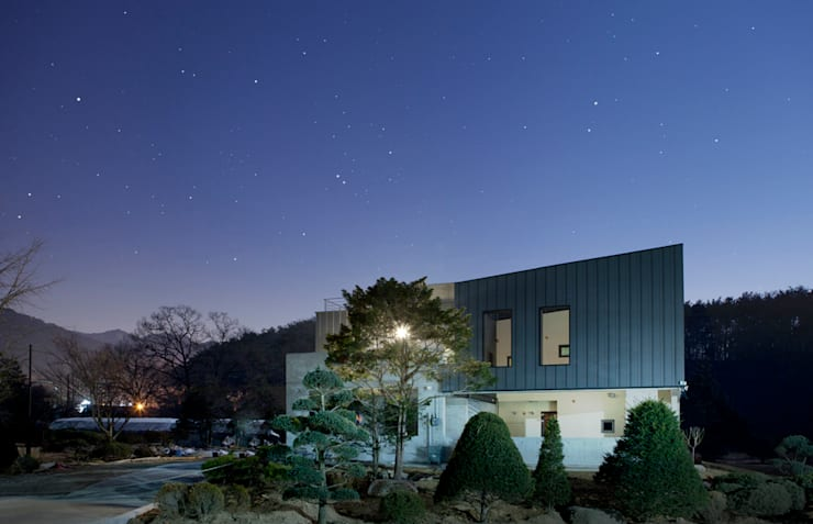 Bukhansan Dulegil house: designband YOAP의  주택