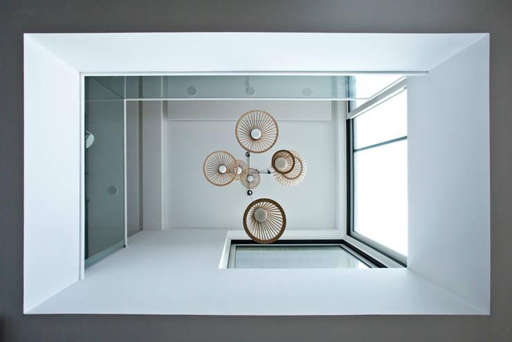 Bukhansan Dulegil house: designband YOAP의  거실